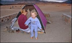 Scenka z życia namiotowego