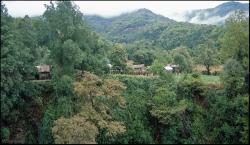Chatki autochtonów na terenie rezerwatu